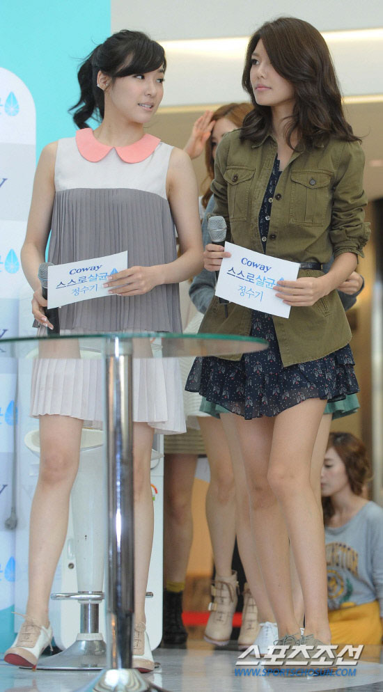 SNSD Sooyoung and Tiffany at Yeongdeungpo Times Square