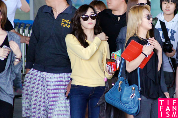 SNSD Tiffany and Hyoyeon Incheon Airport