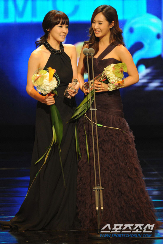 SNSD Yuri and Tiffany MBC Entertainment Awards