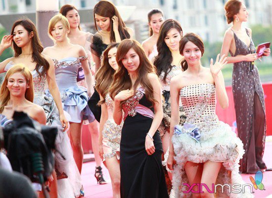 SNSD MAMA 2011 red carpet