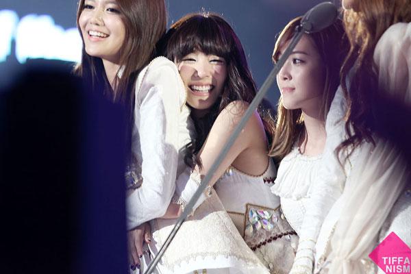 SNSD Tiffany and Sooyoung MAMA 2011